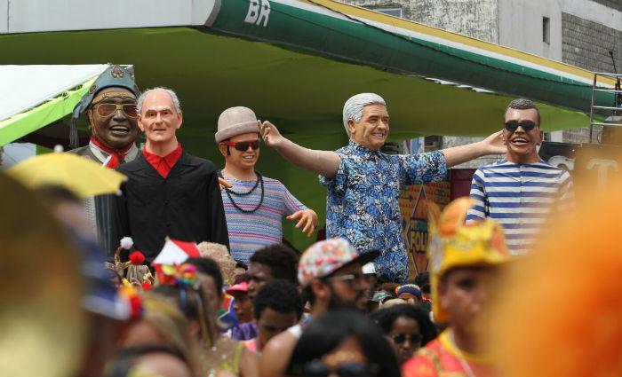 Outros bonecos também participam do desfile, como os de Alceu Valença, Jota Michiles, Ariano Suassuna, Chico Science, Carlos Fernando e Luiz Gonzaga.Foto: Paulo Paiva/ DP