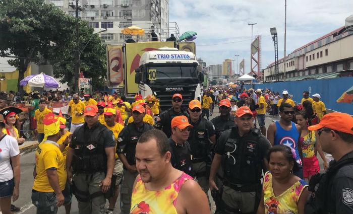 Mais de cinco mil policiais e bombeiros fazem a segurança no desfile do Galo. Foto: Manuela Cavalcanti/ DP