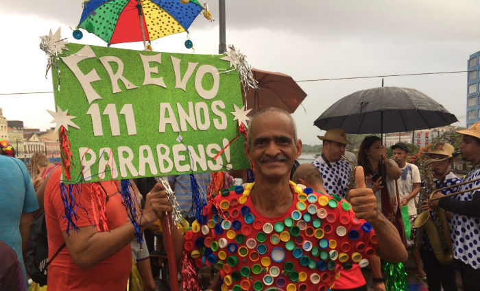 O Tampa do Carnaval: folião completa 15 anos de homenagens ao frevo. Foto: Manuela Cavalcanti/ DP