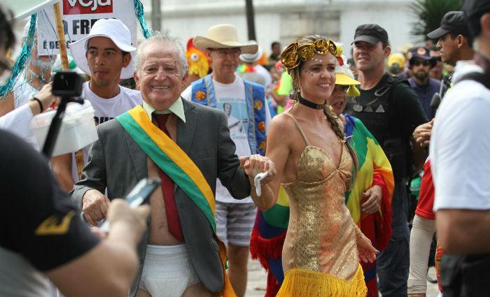 Temas políticos inspiraram foliões. Foto: Paulo Paiva/DP