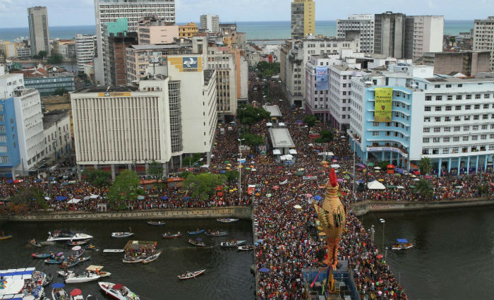 Galo consolida reinado no 41º desfile pelas ruas do Recife. Foto: Paulo Paiva/ DP