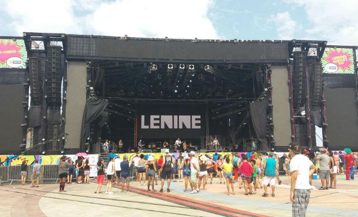 Passagem de som de Lenine reúne foliões no Marco Zero . Foto: Luciana Morosini/ DP