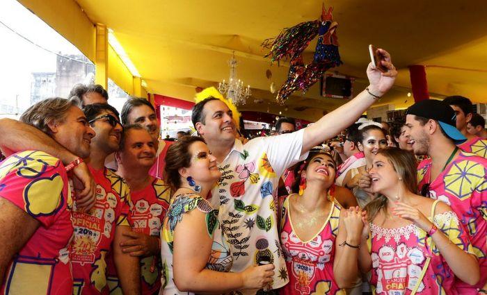 Governador também esteve ao lado de aliados no bloco, como Raul Henry e Jarbas Vasconcelos, cotado para concorrer ao Senado na sua chapa. Fotos:Aluisio Moreira/SEI