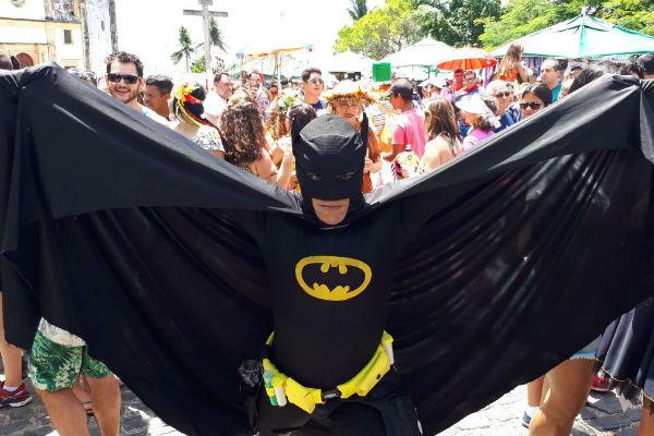 No clima do carnaval, muitos foliões superaram o carnaval para colocar a fantasia do super-herói favorito (Foto: Peu Ricardo/DP) ((Foto: Peu Ricardo/DP))