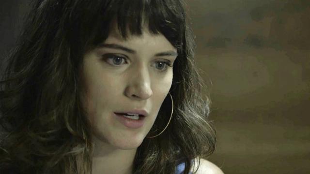 Aura conta a Gael que pode ser irmã de Clara. Foto: Globo/Reprodução