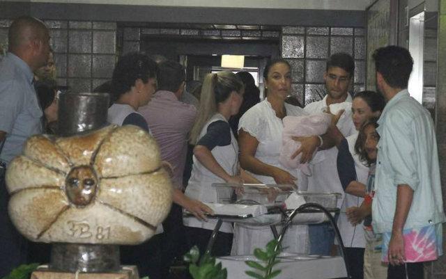 As gêmeas nasceram no Sábado de Zé Pereira. Foto: Francisco Cepeda, Daniel Delmiro e Deividi Correa/AgNews