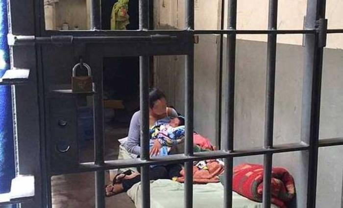 Recém-nascido passa 3 dias em cela de delegacia de São Paulo