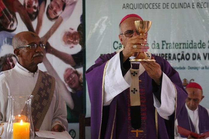Dom Fernando Saburido presidiu a cerimônia. Foto: Gabriel Melo/DP (Dom Fernando Saburido presidiu a cerimônia. Foto: Gabriel Melo/DP)