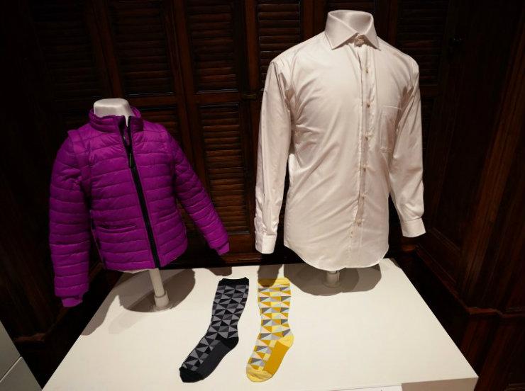 Itens expostos em New York incluem roupas, próteses e calçados adaptados. Foto: Don Emmert/AFP