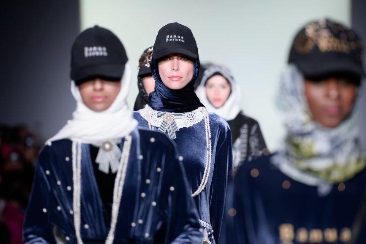 A performance foi a estreia de Vivi Zubedi na Semana de Moda de Nova York. Foto: Fernanda Calfat/Getty Images/AFP