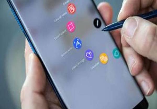 Entre as pessoas que acessaram a rede naquele ano, 94,2% usaram aplicativos e redes sociais para troca de mensagens. Foto: Samsung/CB/D.A Press