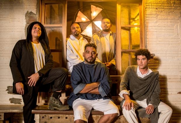 Banda retorna oito anos após a separação e lança disco de inéditas. Foto: Tiago Calazans/Divulgação