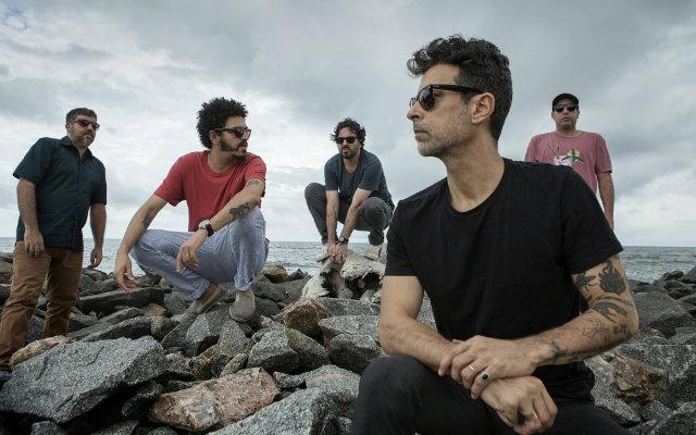 Grupo com mais de duas décadas de carreira se inspirou na própria trajetória para novo álbum, Foto: Beto Figueiroa/Divulgação