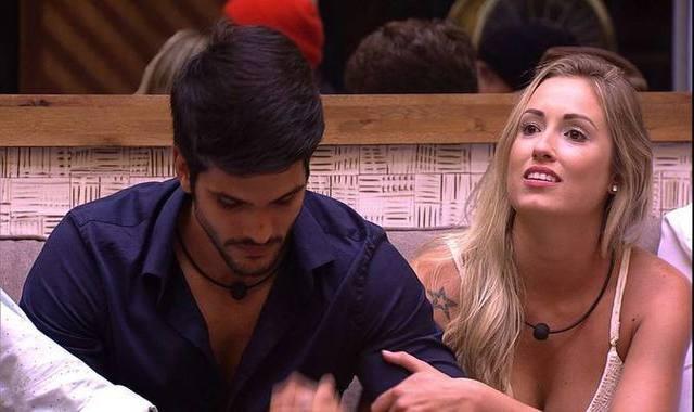 Lucas e Jéssica durante o paredão que eliminou o brother. Foto: Globo/Reprodução