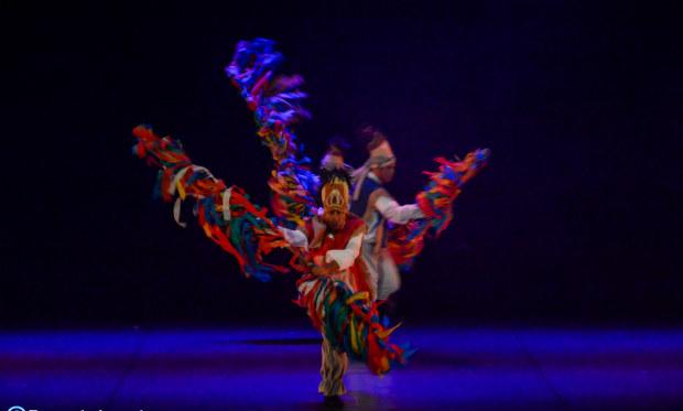 A coreografia foi concebida como um grande pout-pourri de manifestações culturais como maracatu, afoxé, bumba-meu-boi, xaxado e reisado. Crédito: Fernando Azevedo/Divulgação