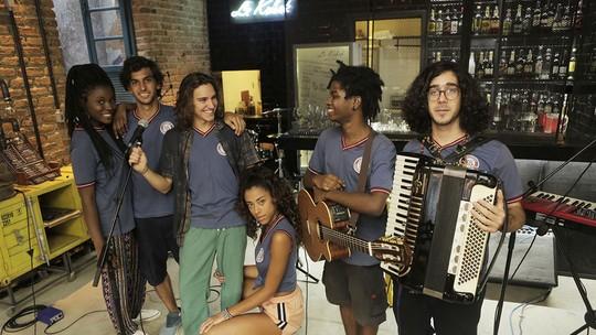 Gabriela sugere que Marcelo implemente o projeto de educação da ONG no colégio Sapiência. Foto: Globo/Divulgação