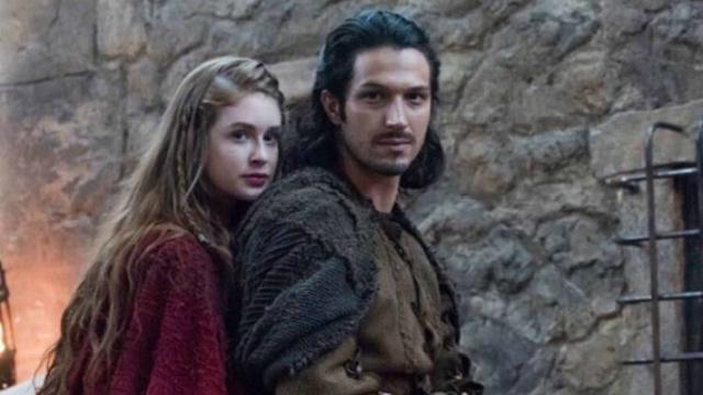 Amália vai ao castelo à procura de notícias de Afonso e é acusada por Catarina de ter provocado a guerra. Foto: Globo/Reprodução