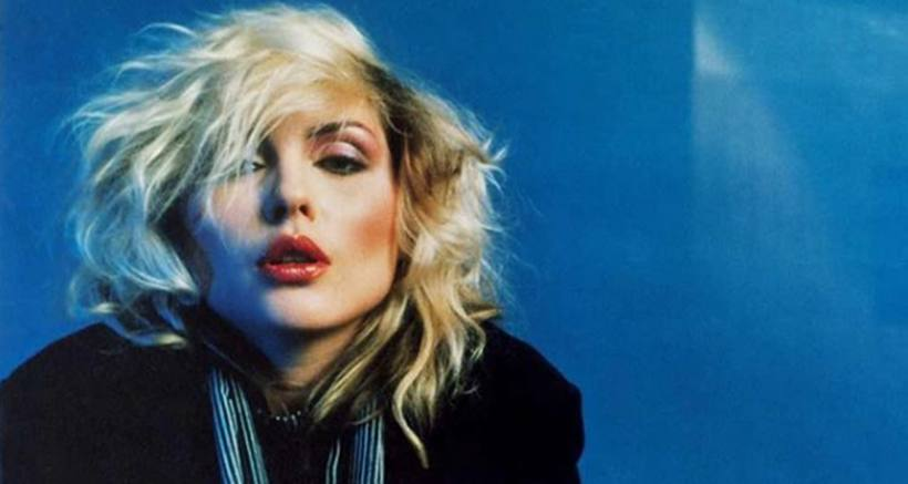 Debbie Harry, a vocalista da banda new wave Blondie. Foto: Mick Rock/Instagram