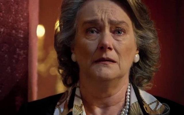 Benjamin chora sentindo falta da mulher amada. Foto: Record/Divulgação