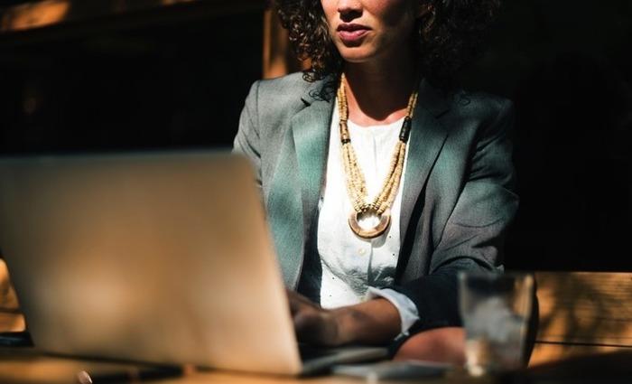 As mulheres ganham, em média, 75% do que os homens ganham. Foto: Reprodução/Pixabay