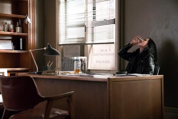 Personagem volta a ter problemas com a bebida nos novos episódios. Foto: Netflixo/Divulgação