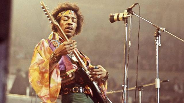 Hendrix foi um dos maiores guitarristas da história da música, ele morreu aos 27 anos em setembro de 1970. Foto: AFP/Reprodução