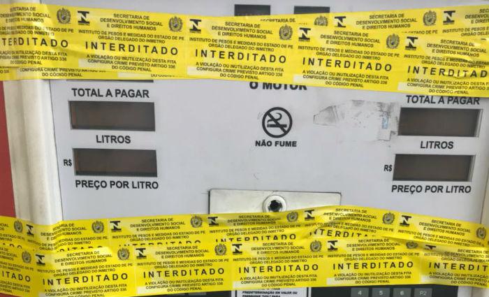 Dos 16 postos de combustíveis vistoriados, cinco apresentaram irregularidades . Foto: Ipem/ Divulgação