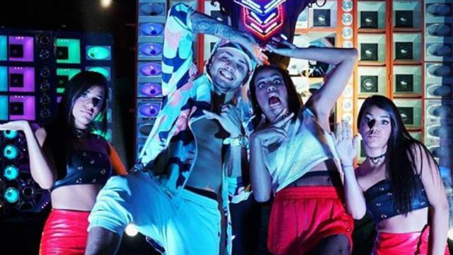 Paloma, Mirella e Mariely dançam em cenário futurístico. Foto: YouTube/Reprodução