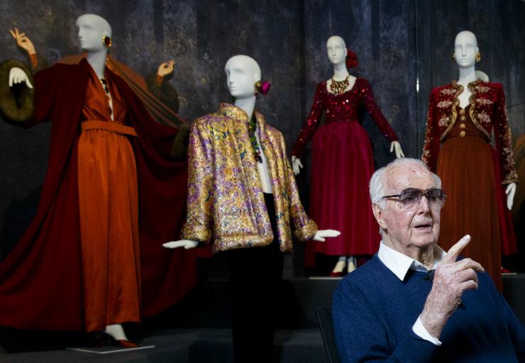 Givenchy assinou modelos icônicos para o cinema, reconhecidos principalmente na atriz Audrey Hepburn. Foto: Bart Maat/ANP/AFP