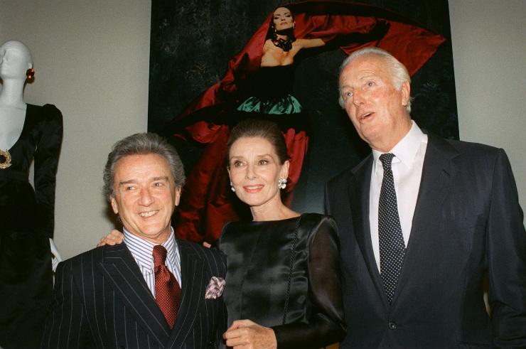 Victor Skrebneski, Audrey Hepburn and Hubert de Givenchy em Paris, durante exposição comemorativa dos 40 anos da grife. Foto: Pierre Guillaud/AFP