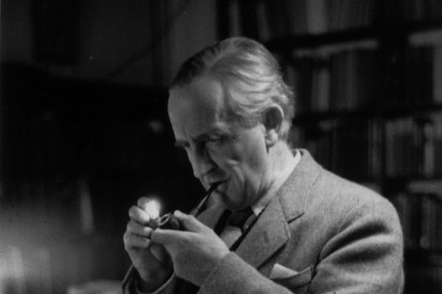 John Ronald Reuel Tolkien publicou O Hobbit originalmente em 1937. Foto: Haywood Magee/Divulgação