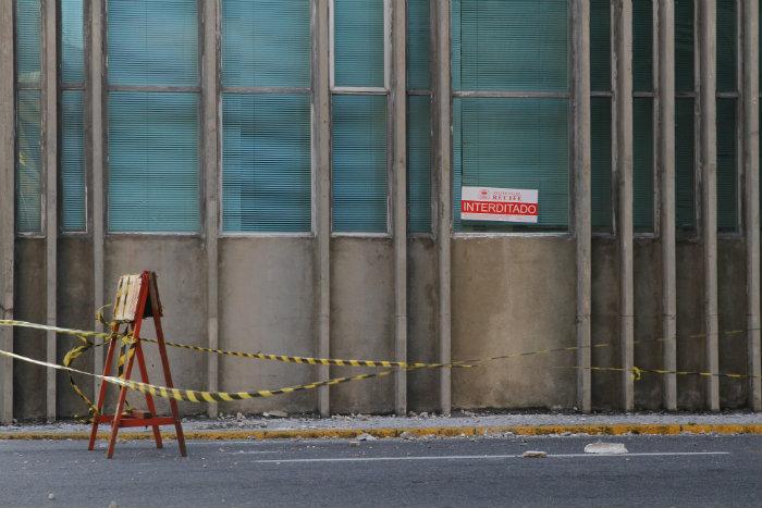O quarteirão na Rua Madre de Deus foi interditado. Foto: Paulo Paiva/DP