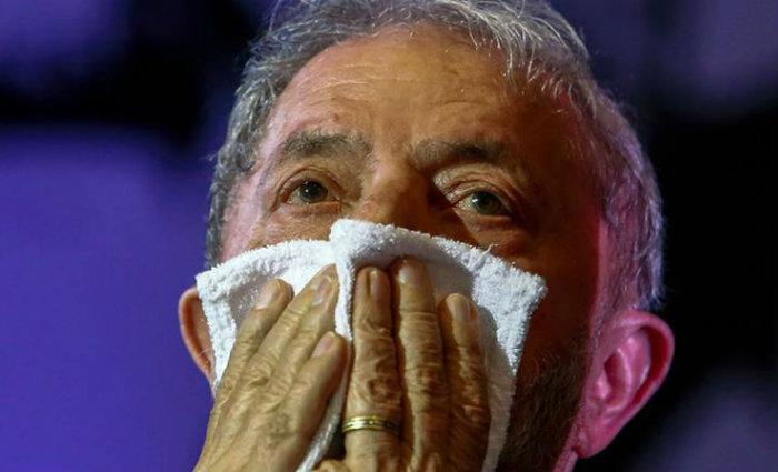 """Inspiração de Luiz Inácio Lula da Silva, o discurso """"A História me Absolverá"""" foi escrito como a defesa do advogado e líder da revolução cubana, Fidel Castro. Foto: Miguel Schincariol/AFP (Foto: Miguel Schincariol/AFP)"""