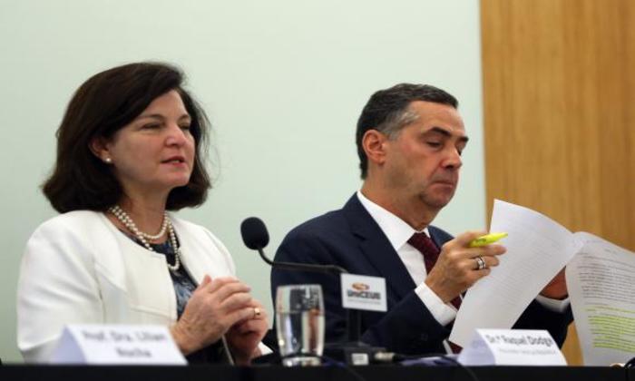 A procuradora-geral da República, Raquel Dodge, e o ministro do Supremo Tribunal Federal (STF) Luís Roberto Barroso, participam da palestra Direito à Água promovida pela UniCeub. Foto: José Cruz/Agência Brasil