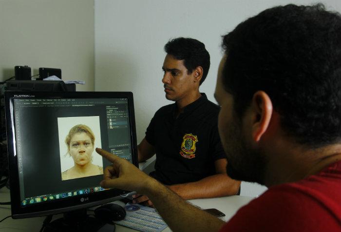 Em uma sala reservada, vítima ou testemunha relata detalhes do rosto dos suspeitos. Foto: Shilton Araujo/Esp.DP