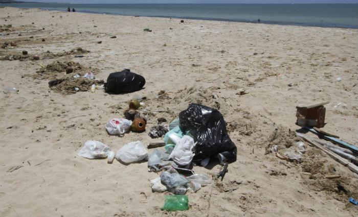 Até 2050 pode haver mais plástico do que peixes no mar. Foto: Ricardo Fernandes/DP  (Foto: Ricardo Fernandes/DP )