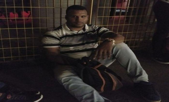 Clailton Gomes da Silva, 28 anos, utiliza geralmente o metrô para voltar do trabalho. Ele mora em Prazeres, Jaboatão dos Guarapes. Foto: Rosália Vasconcelos/DP