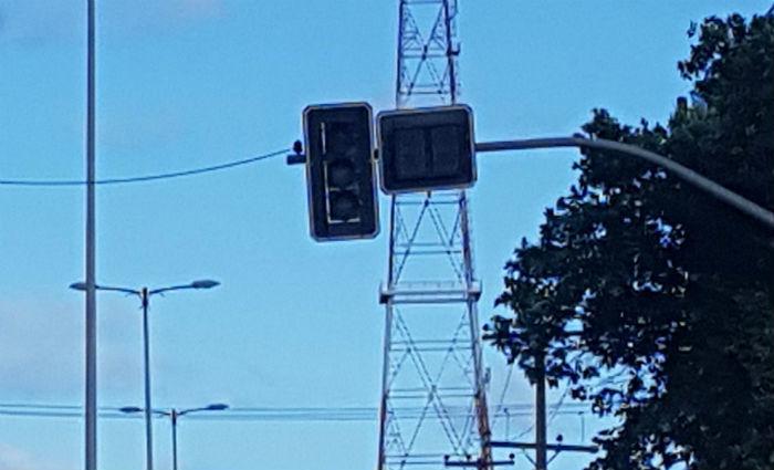 No Recife, vários semáforos ficaram apagados. Foto: Fred Figueiroa/ DP