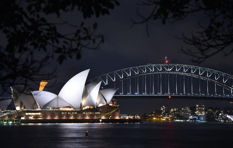 Ópera e a ponte da Baía de Sydney ficaram apagadas durante 60 minutos. Foto: Peter Parks / AFP