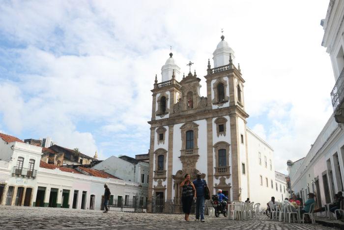 O Pátio de São Pedro, mais conhecido da capital, está cada vez mais vazio, reclamam comerciantes e frequentadores. Foto: Gabriel Melo/Esp.DP.