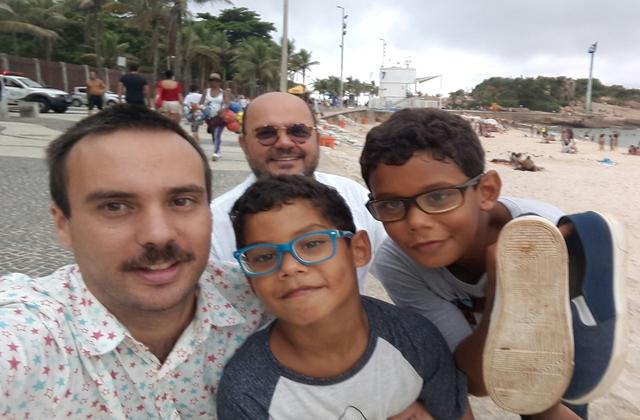 Isaque e João Henrique em passeio com os pais. Foto: Arquivo Pessoal