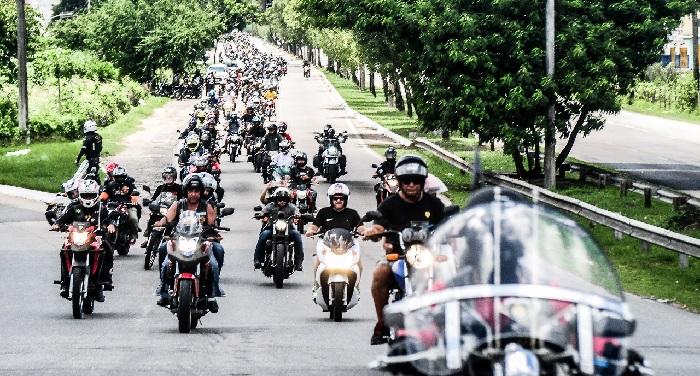 Segundo participante, o passeio motociclístico do ano passado durou aproximadamente uma hora e reuniu cerca de 300 motociclistas. Foto: Paulo Paiva/DP (Abril/2017) (Segundo participante, o passeio motociclístico do ano passado durou aproximadamente uma hora e reuniu cerca de 300 motociclistas. Foto: Paulo Paiva/DP (Abril/2017))