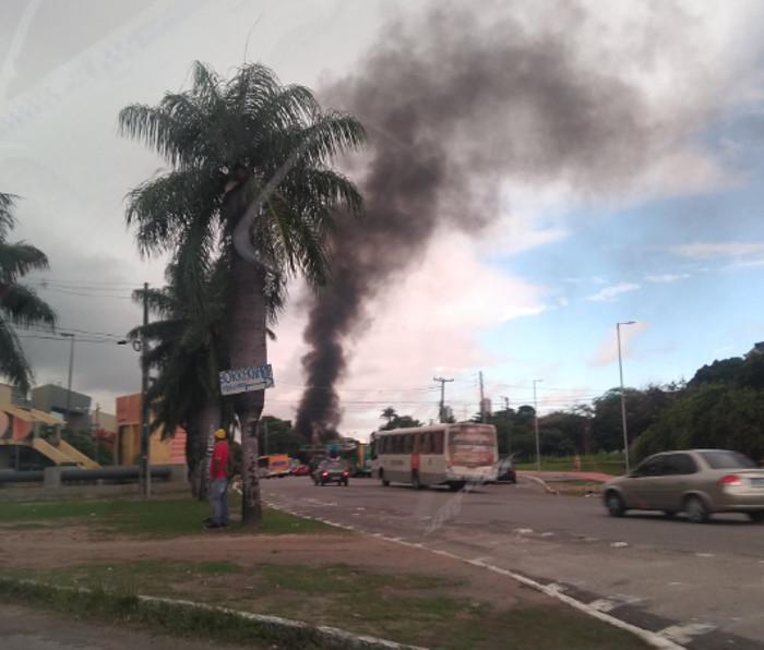 Os motoristas  tiveram que mudar o percurso e seguem para o centro pela Avenida Cruz Cabugá. Foto: Reprodução/Twitter