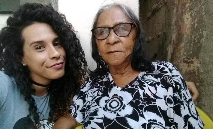 Apesar de viver no país que mais mata transexuais e travestis no mundo, a jovem conseguiu encontrar respeito e empatia em alguns membros da família. Foto: Reprodução/Instagram