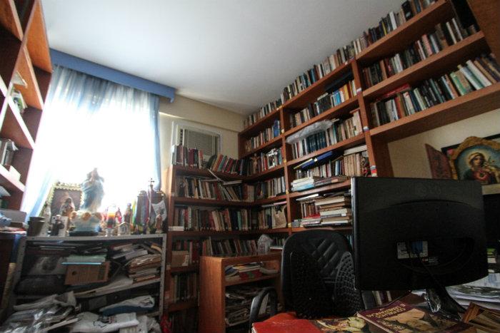 """%u201CNa minha casa, os livros estavam nas cadeiras, estantes, até banheiros. Aonde eu estivesse tinha livro"""", diz escritor. Foto: Paulo Paiva/DP"""