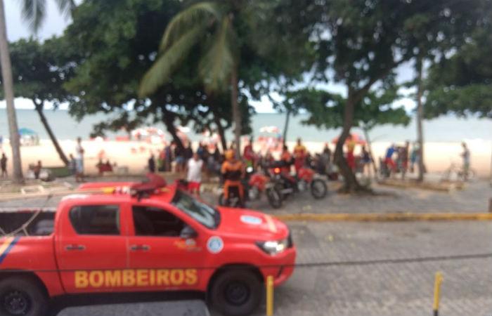 Vítima teve sinais estabilizados e foi levada de helicóptero ao Hospital da Restauração Foto: Corpo de Bombeiros / Divulgação