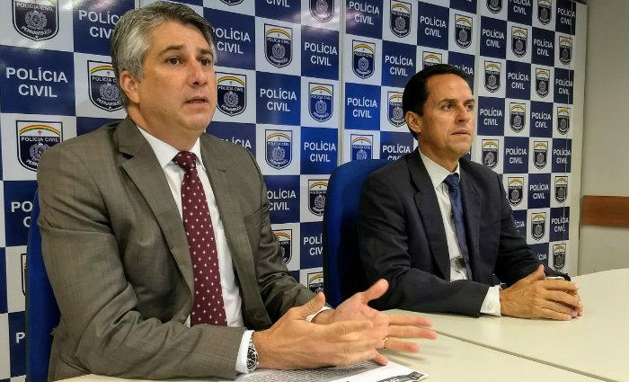 Delegado Darlson Macedo (esquerda), falou sobre a prisão do falso pastor. Foto: Polícia Civil/Divulgação