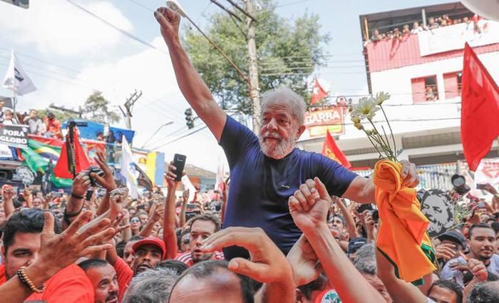 Apesar da queda na pesquisa, Lula continua liderando a corrida ao Palácio do Planalto. Foto: Ricardo Stuckert/ Fotos Públicas