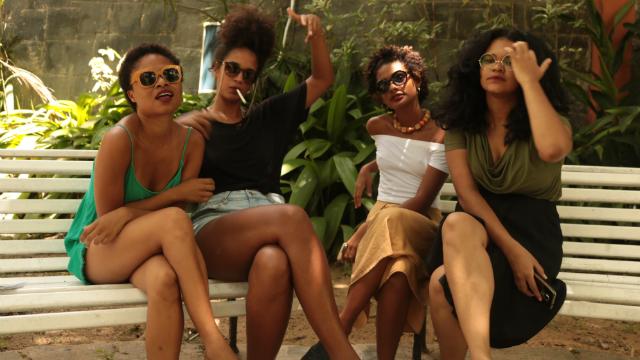 Letícia Batista (diretora de arte), Beatriz Lins (diretora de fotografia), Mariana Souza (assistente de direção) e Priscila Nascimento (direção e roteiro). Foto: Noite Fria/Divulgação