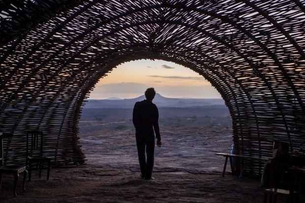 Um dos cenários mais interessantes da trama, o Lajedo dos Anjos tem estrutura com mais de 50 metros de profundidade e dez de largura. Foto: Estevam Avellar/Globo